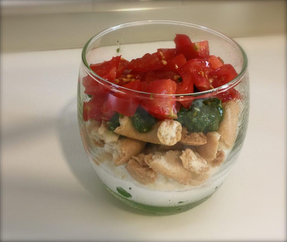 Mousse di bufala pesto taralli pomodorini, finger food,ideale per un buffet o aperitivo