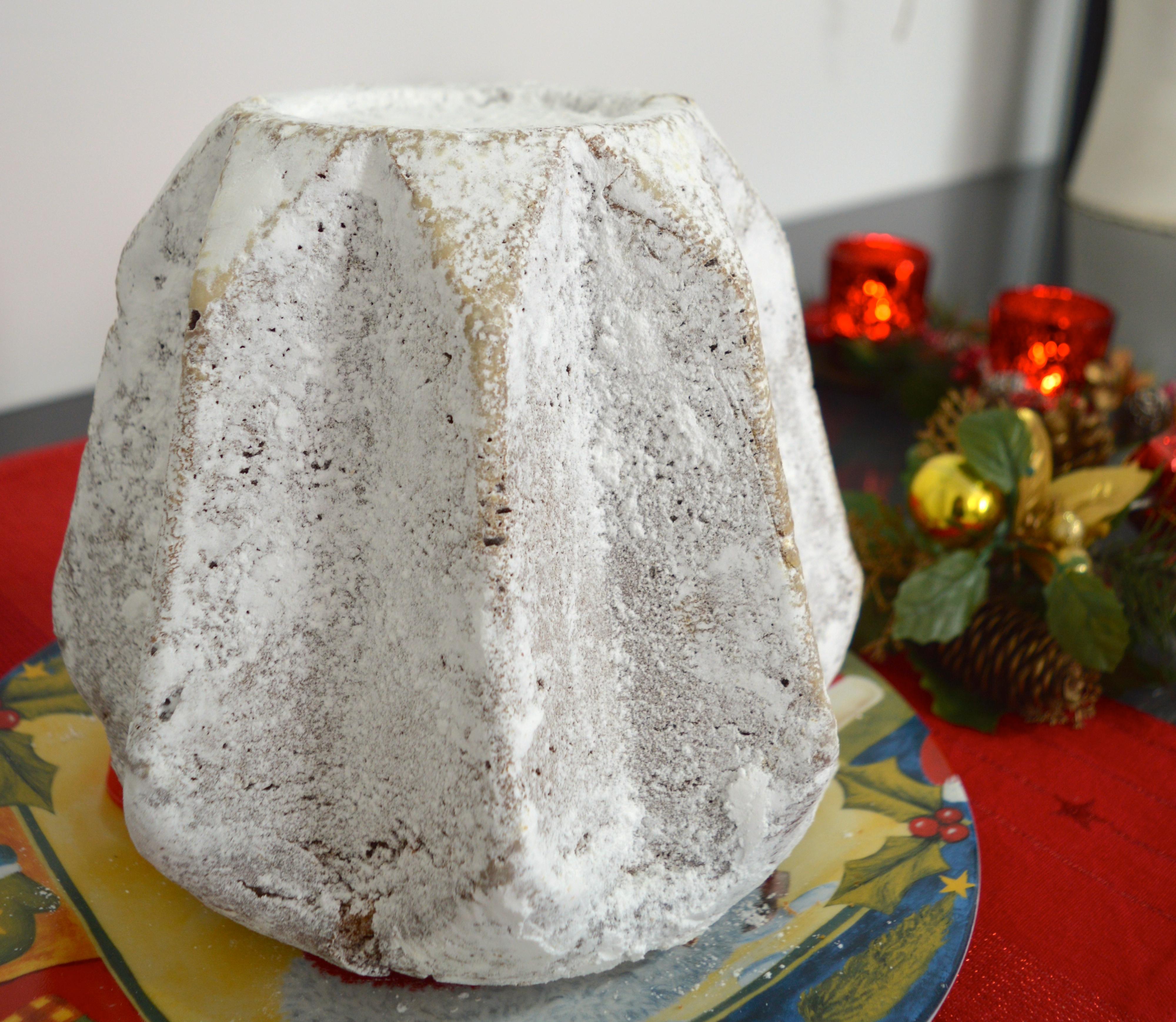 Pandoro di Verona, uno dei classici della pasticceria italiana del periodo natalizio