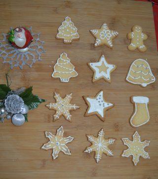 Biscotti di Natale, fragranti dolcetti di pasta frolla decorati con ghiaccia reale