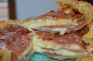 Torta salata al salame piccante, torta sfiziosa ideale come secondo ,piatto unico o antipasto.