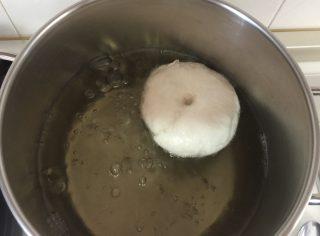 Bagels, soffici ciambelle di pane tipiche dei brunch americani