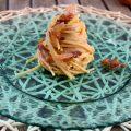 Spaghetti alla carbonara di cipolle di tropea, rivisitazione della ricetta classica.