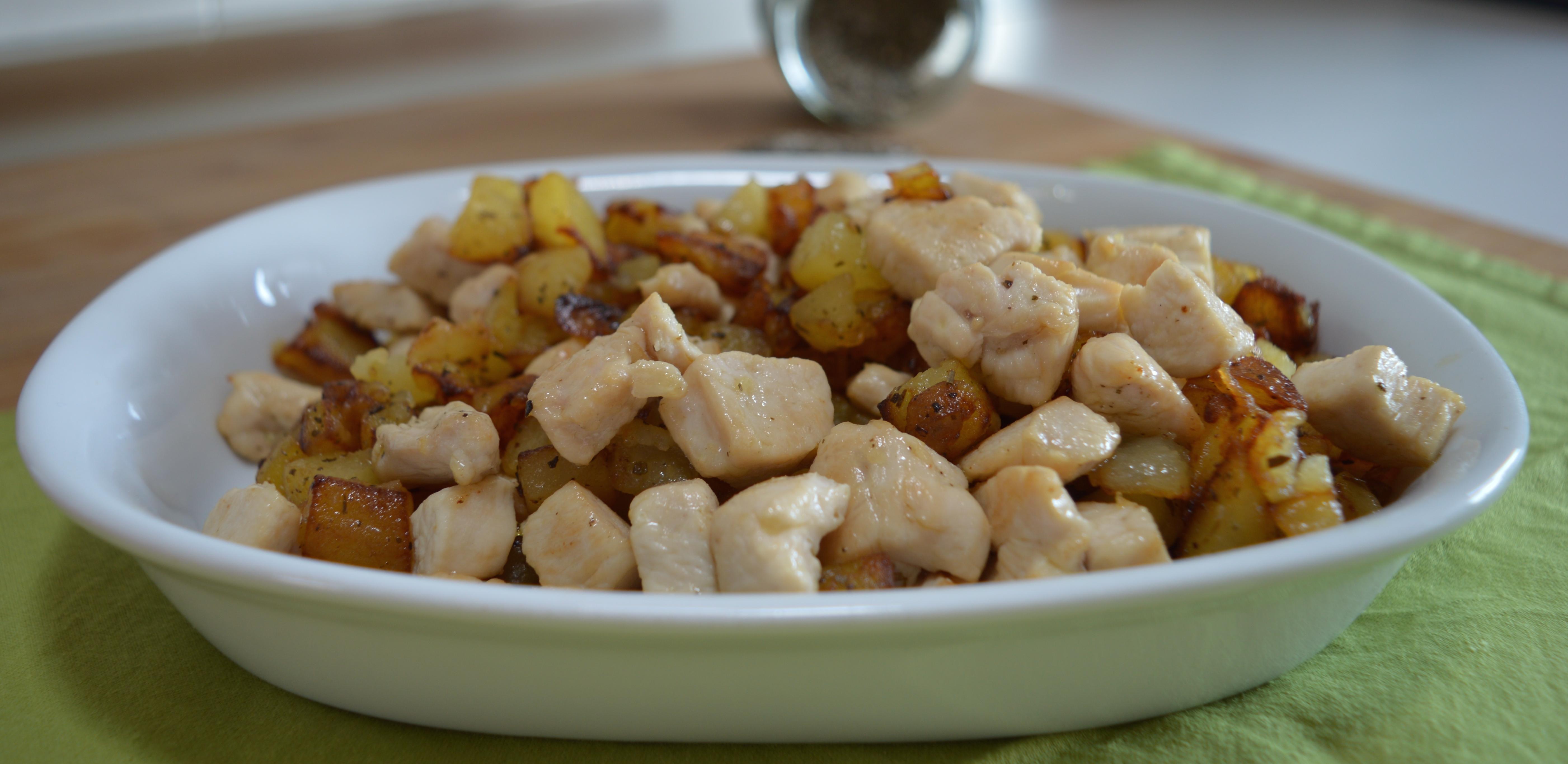 Pollo e patate in padella, piatto facile e gustoso