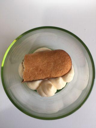 Tiramisù con i pavesini, dolce della tradizione italianaTiramisù con pavesini, dolce della tradizione italiana