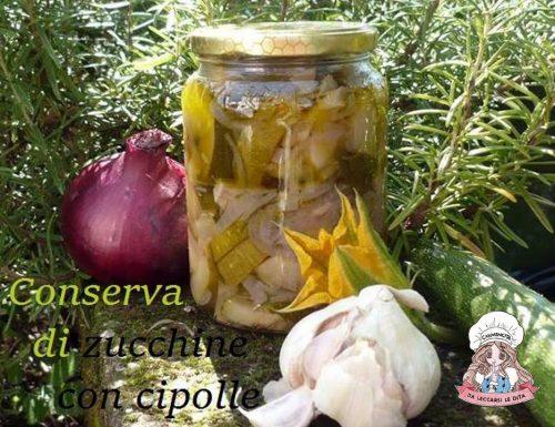 Conserva di zucchine con cipolle sott'olio