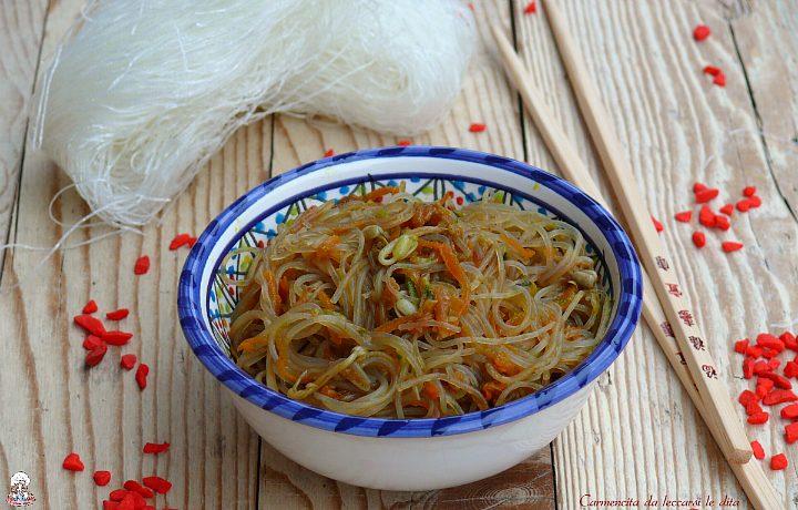 Spaghetti di soja alle verdure