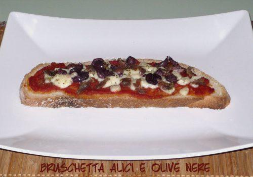 Bruschette alici e olive nere