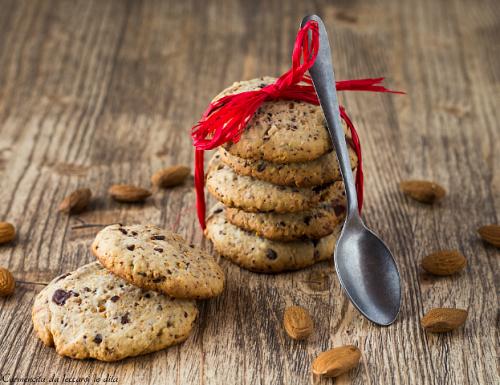 Biscotti cookies cioccolato e mandorle