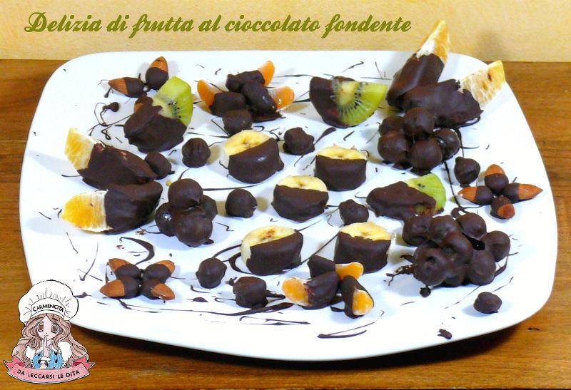 Delizia di frutta al cioccolato fondente