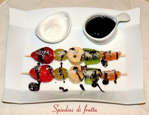 Spiedini di frutta salsa cioccolato e cocco