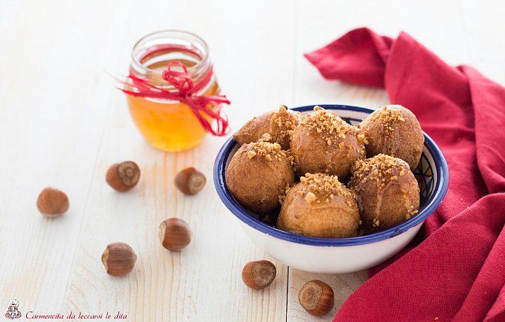 Frittelle miele e granella di nocciole