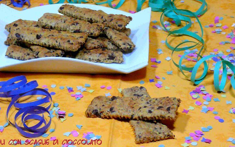 Crostoli con scaglie di cioccolato