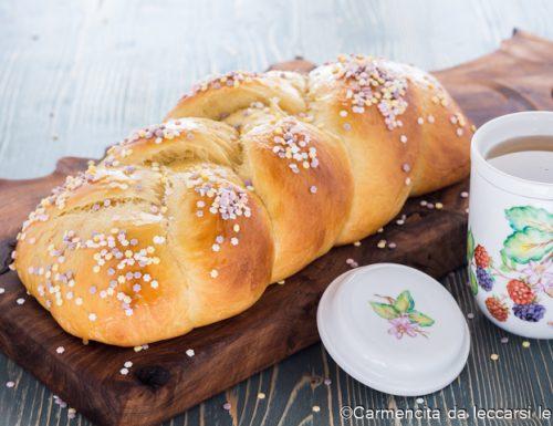 Treccia dolce di pane soffice