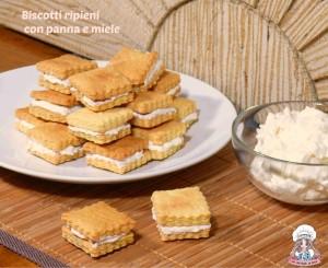 Biscotti ripieni con panna e miele