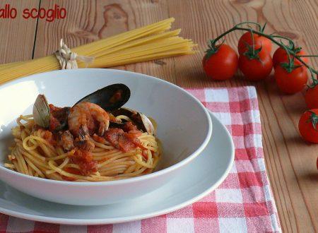Spaghetti allo scoglio con salsa di pomodoro