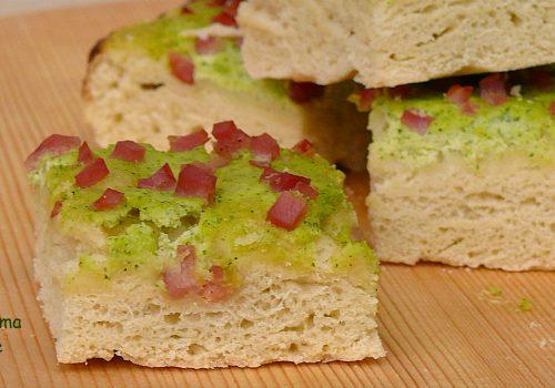 Focaccia crema di zucchine e prosciutto