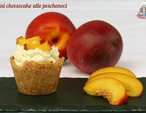 Mini cheesecake alle peschenoci