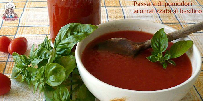 Passata di pomodori aromatizzata al basilico