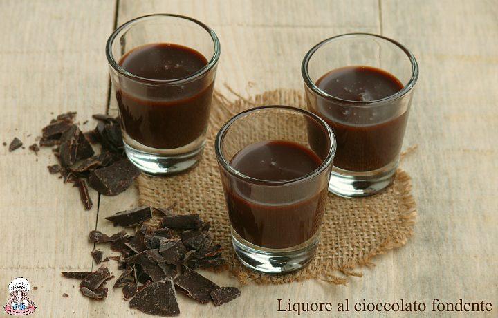 Liquore al cioccolato fondente fatto in casa