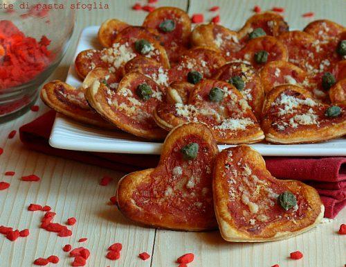 Pizzette di pasta sfoglia pomodoro e parmigiano
