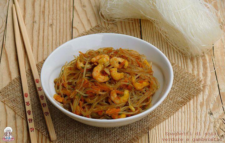 Spaghetti di soia alle verdure e gamberetti