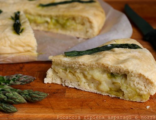 Focaccia ripiena asparagi e mozzarella di bufala