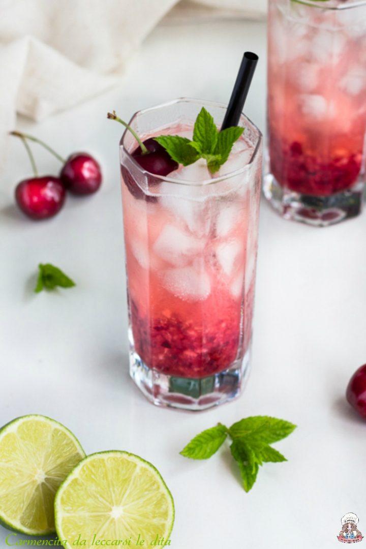 Aperitivo analcolico alla frutta ciliegie e lemonsoda