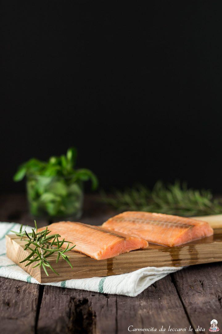 Filetto di salmone su letto di valeriana