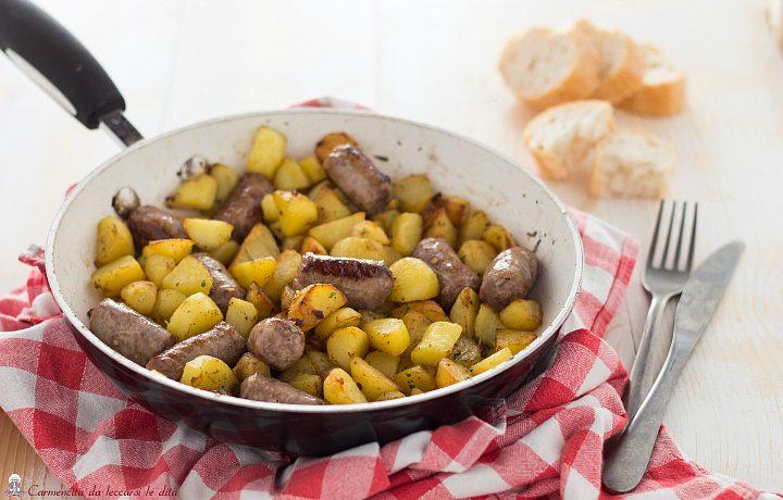 Salsiccia e patate cotte in padella