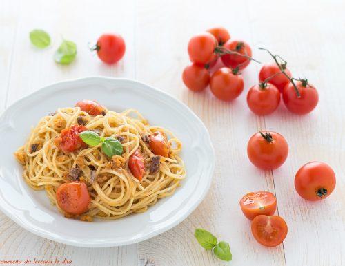 Spaghetti con pomodorini alici e pangrattato