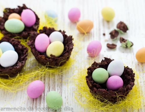 Nidi di cioccolato con ovetti