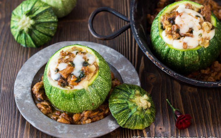Zucchine ripiene con funghi e mozzarella