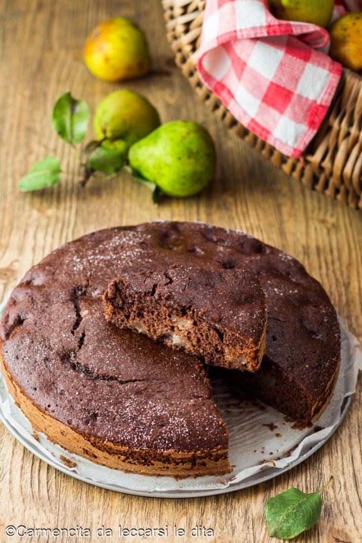 Torta al cacao con pere e cioccolato