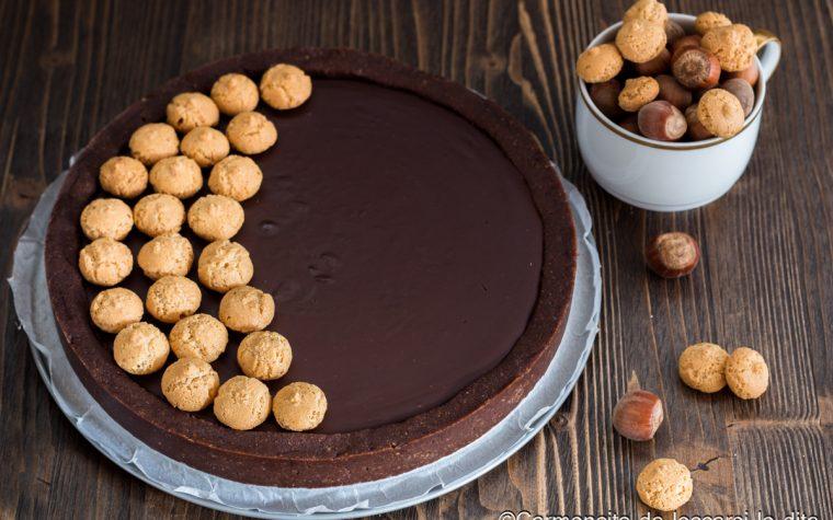 Crostata al cioccolato con amaretti e nocciole