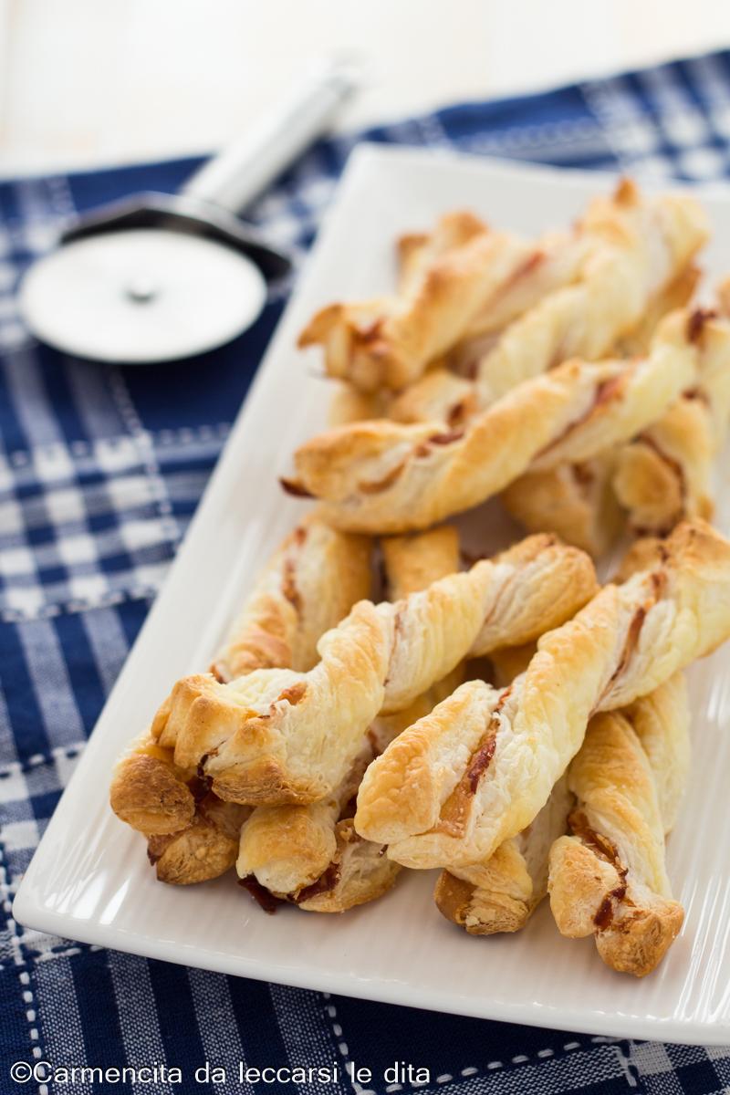 Ricetta Grissini Ripieni Con Pasta Sfoglia.Grissini Di Pasta Sfoglia Ripieni Con Pancetta Ricetta Velocissima
