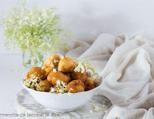Frittelle ai fiori di sambuco