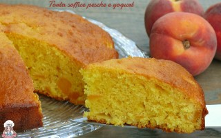 Torta soffice pesche e yogurt