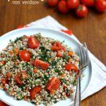Grano saraceno con verdure e pomodori
