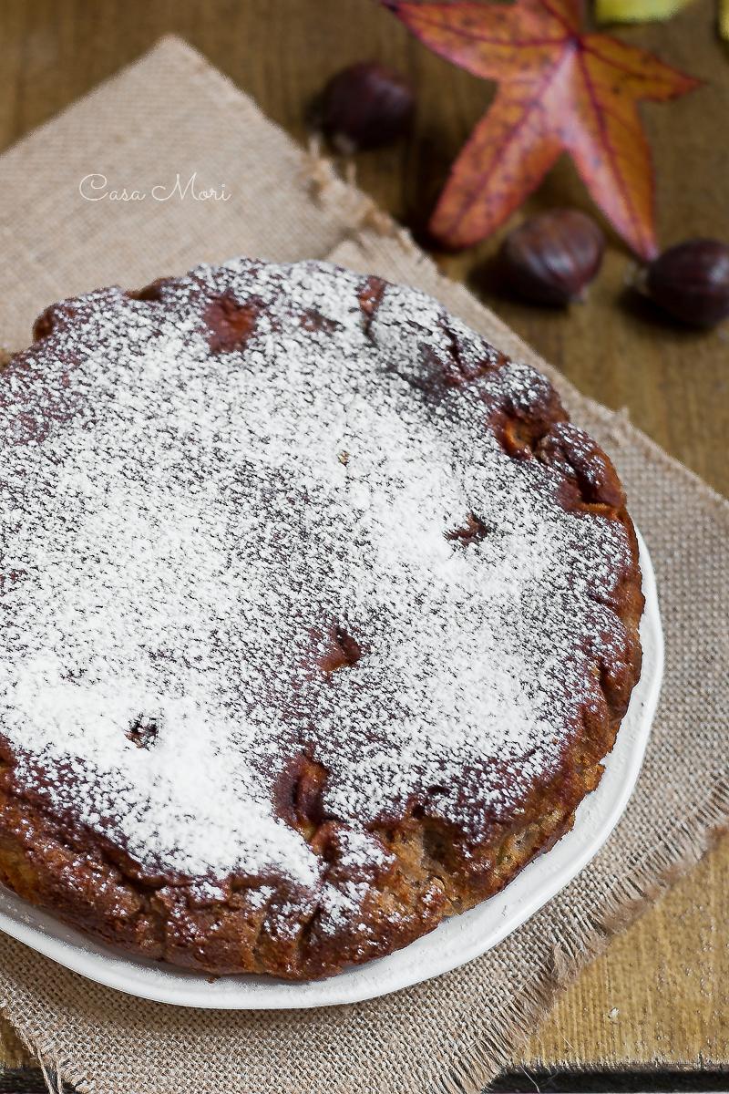 Dolce di farina di castagne con mele e panna montata