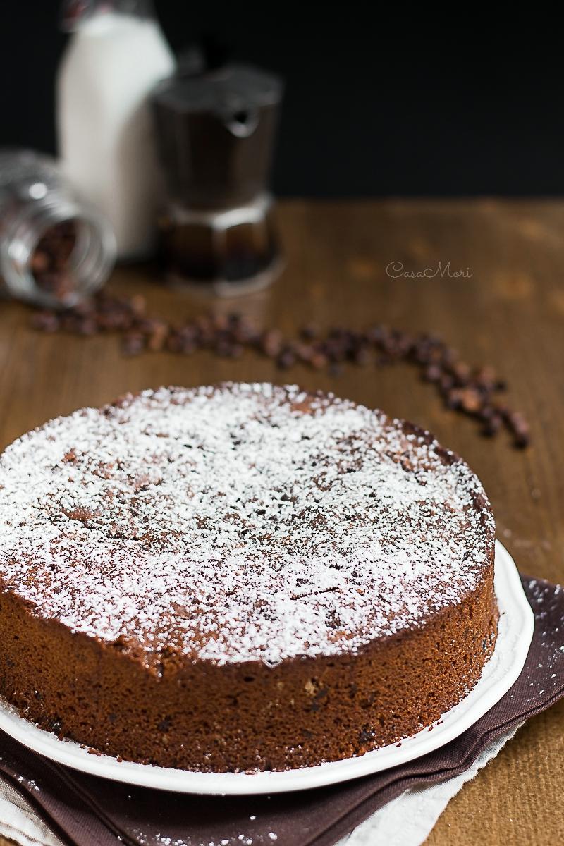 Torta al caffè con mascarpone e gocce di cioccolato