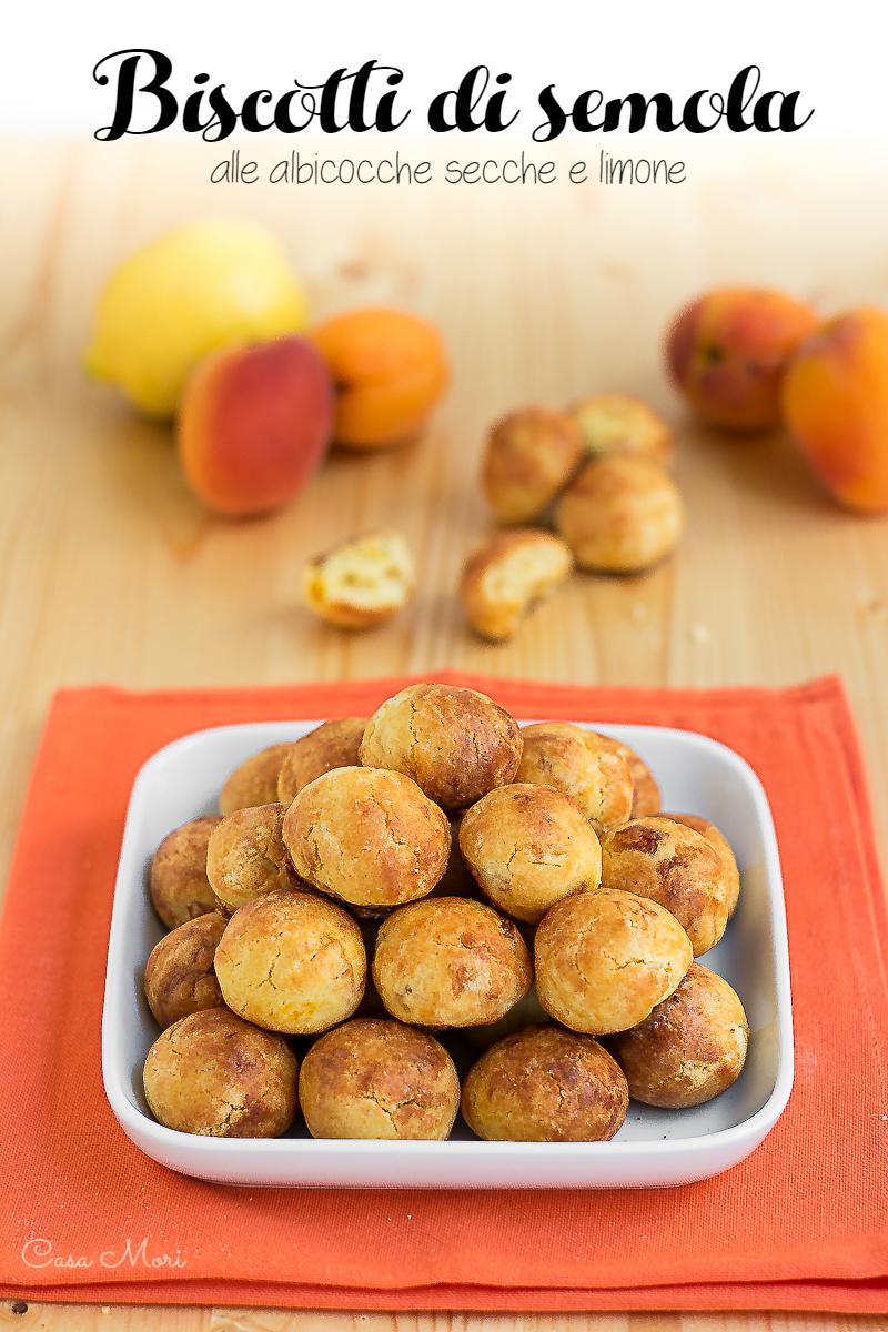 Biscotti di semola con albicocche secche e limone