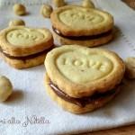 Cuori di biscotti alle nocciole e Nutella