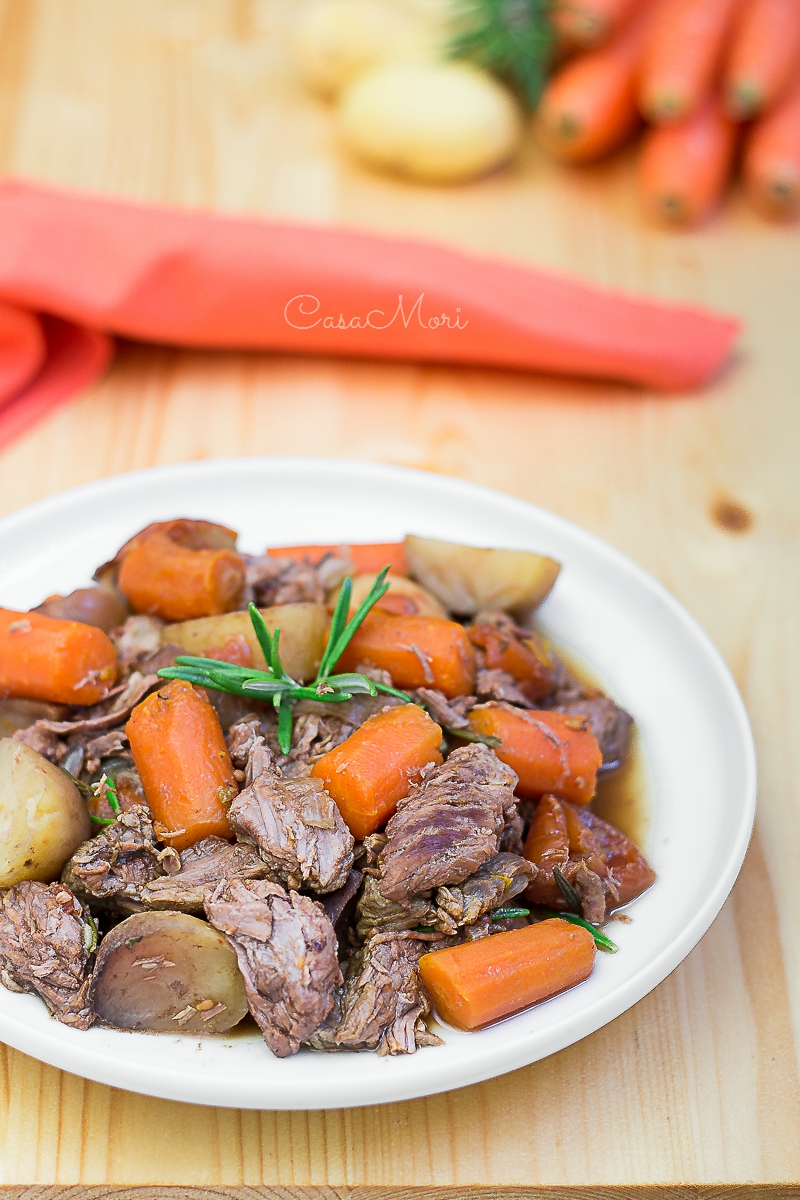 Spezzatino in Slow Cooker con carote e patate