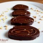 Girelle di biscotti con Nutella e nocciole