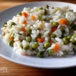 Risotto vegetariano con piselli e carote