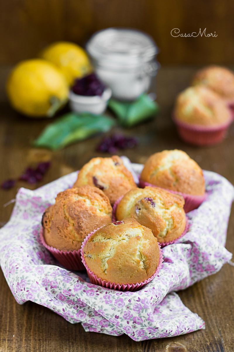 Muffin al cocco e limone con cranberry