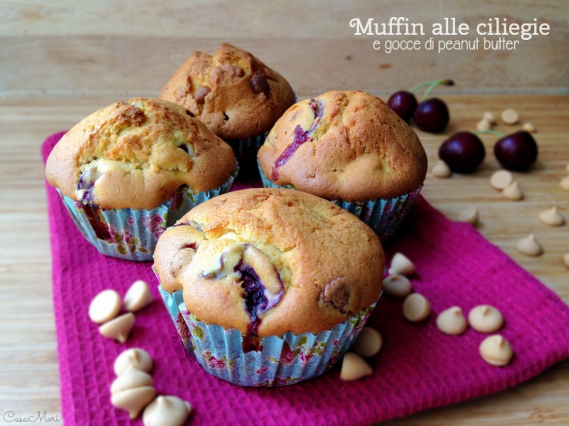 Muffin alle ciliegie e gocce di peanut butter