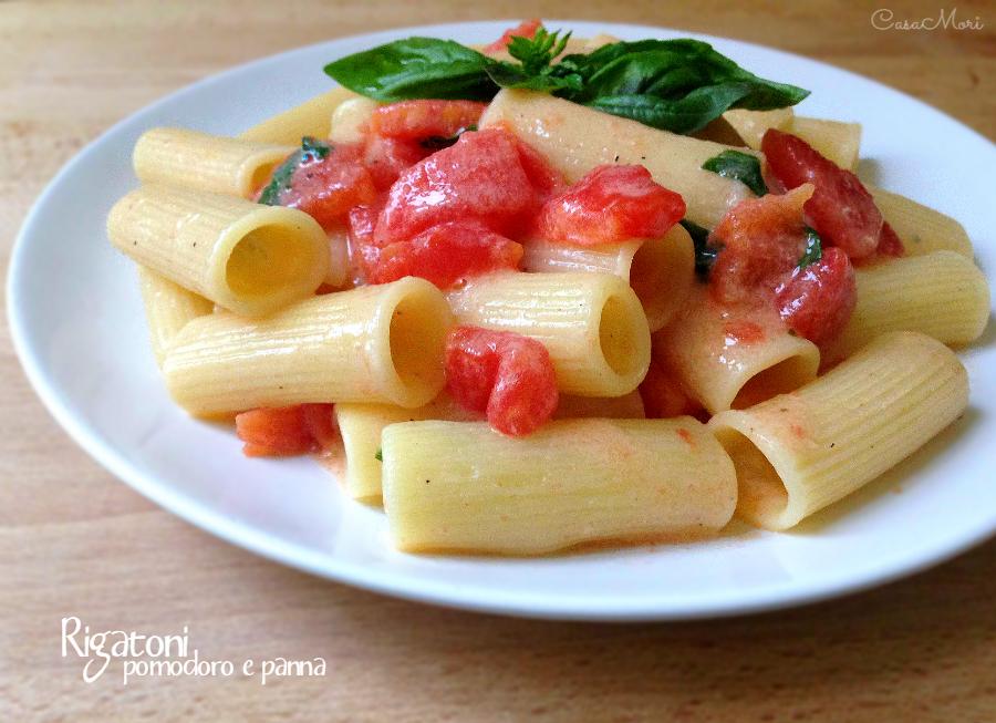 Rigatoni con pomodoro fresco e panna