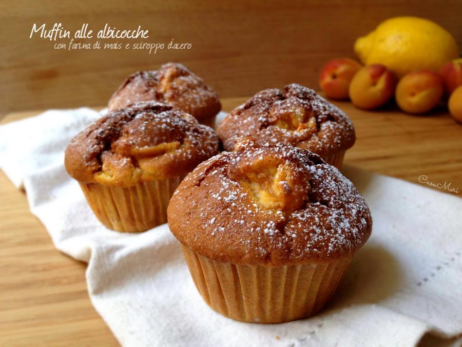 Muffin alle albicocche con farina di mais e sciroppo d'acero