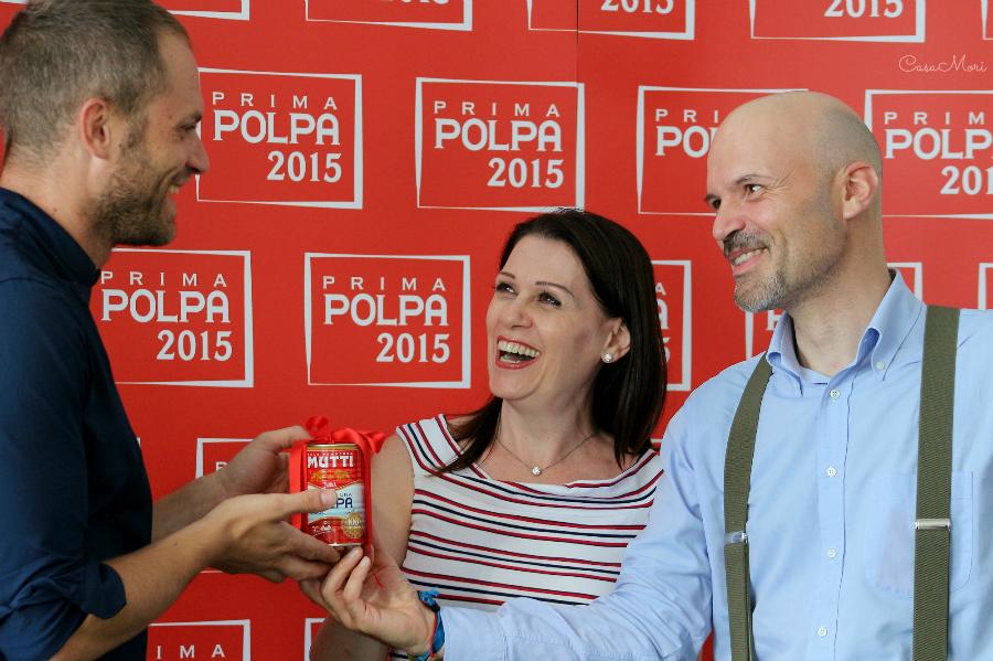 Davide Oltolini e Sonia Peronaci consegnano la Prima Polpa a Simone Rugiati